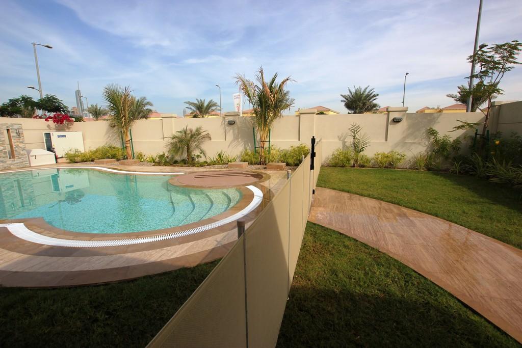 Jumeirah park villa dubai for Pool safety dubai