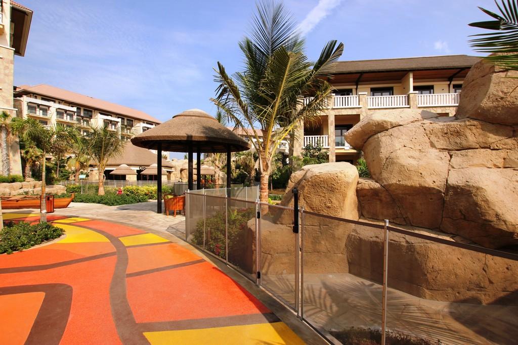 Sofitel hotel palm jumeirah for Pool safety dubai