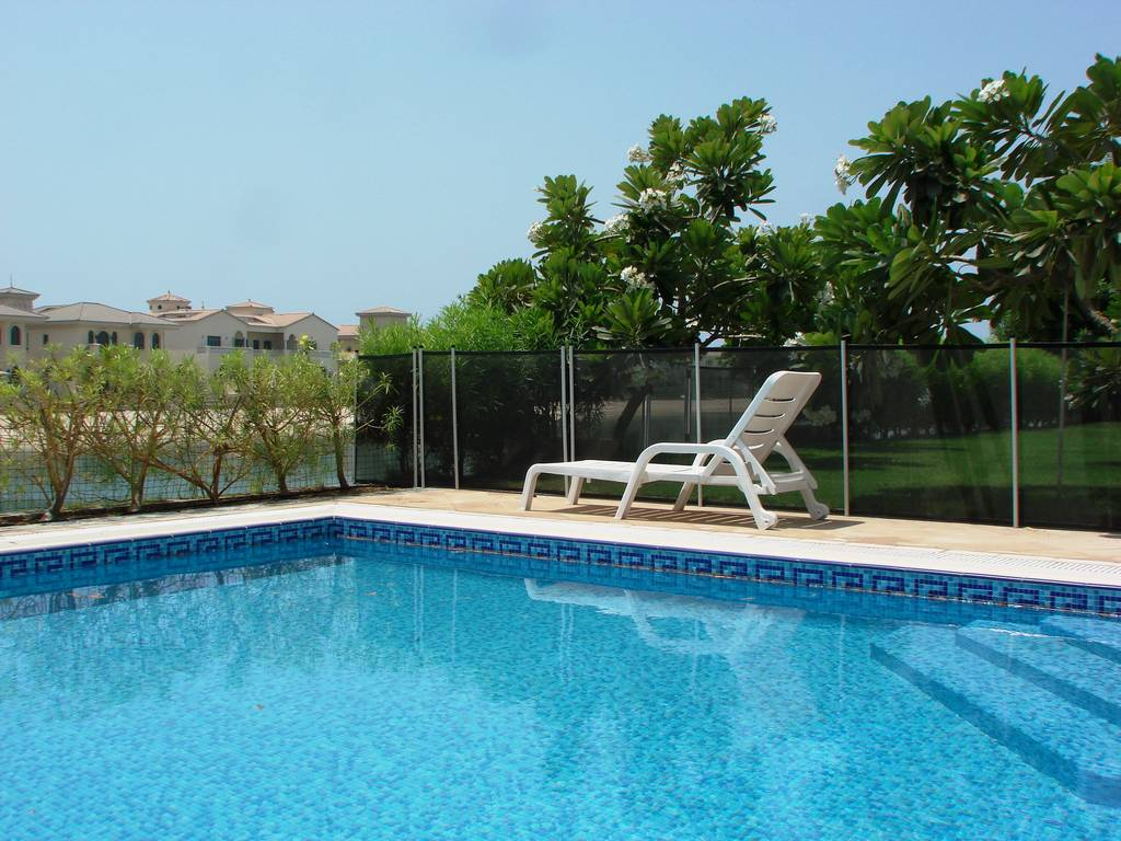 Removable pool fences - Removable swimming pool handrails ...